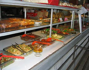 かつら工場訪問記 インドネシアで昼食