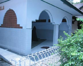 かつら工場訪問記 インドネシアの礼拝所