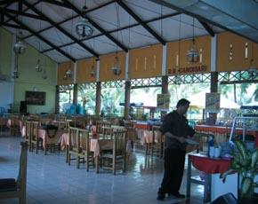 かつら工場訪問記 インドネシアのレストラン