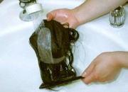 毛の流れにあわせシャンプーを洗い流します