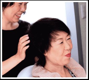 女性ウイッグ美容師が希望通りの髪型へ