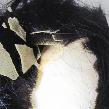 劣化し割れた人工皮膚